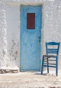 outside door and chair blue pinned by barefootblogin.com