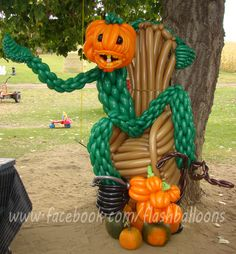 The pumpkin king!  Halloween themed sculpture made purely out of balloons by Phileas Flash. www.flashballoons.com