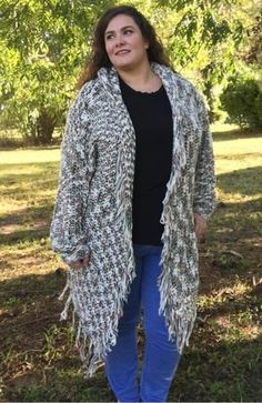 Beautiful Thick Knit Cardigan to keep you warm and cozy .Plus size Women's Clothing Fall Cardigan, Chunky Cardigan, Plus Size Fall, Trendy Plus Size, Plus Size Womens Clothing, Clothes For Women, Gauze Clothing, Dresser, Plus Size Boutique