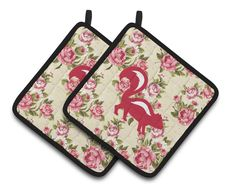 Skunk Shabby Chic Yellow Roses Pair of Pot Holders BB1125-RS-YW-PTHD