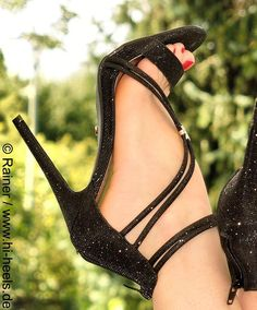 """123 Likes, 1 Comments -  Fuss-Schuhe & High Heels  (@highheels_by_fusswolfgang) on Instagram: """"©® @highheels_by_fusswolfgang > #HighHeels #FussSchuhe #luxuryshoes #ShoesOfTheDay #womanshoes…"""""""