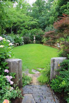 Amazing DIY Garden Design For Small Gardens – Garten Ideen Diy Garden, Garden Cottage, Shade Garden, Dream Garden, Small House Garden, Garden Yard Ideas, Family Garden, Garden Pool, Garden Boxes