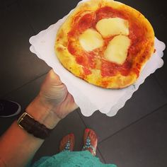 #RamonaAmodeo Ramona Amodeo: Ore 10:00 pizzetta di #Moccia ❤️ #goodmorning #buongiorno #mondobello #pizza #love #thanks #shoes #sarap #sarapshoes @sarap_shoes #watch #danielwellington #danielwellingtonwatches #picoftheday #bestoftheday #photooftheday #fashion #style #sunday