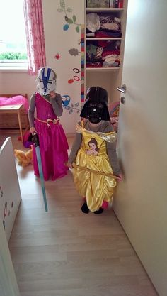 Little Girls Playing Disney's Princesses/Star Wars- this is my new favorite thing! reminds me of when I was 4 and I went as a warrior princess for Halloween- teal Jasmine dress and helmet with shield and sword Stormtrooper, Darth Vader, Walt Disney Pictures, Luke Skywalker, Boba Fett, Images Star Wars, The Force Is Strong, Love Stars, Geek Out