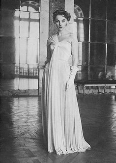 Margaret Phillips Vogue 1952 #EasyNip