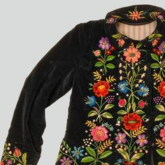 ++ POLISH EMBROIDERY ++ Womans blouse of navy blue velvet. Decorated with embroidery. Fastened with press studs. Hand and machine-sewn. Western Krakowiak Folk, Giebułtów, P. Polish Embroidery, Hungarian Embroidery, Folk Embroidery, Embroidery Patterns, Machine Embroidery, Folklore, Polish Folk Art, Folk Costume, Embroidery Techniques