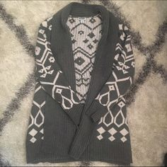 Old Navy Tribal Open Sweater Worn only a couple times, super warm and thick long open sweater in gray Aztec print Old Navy Sweaters