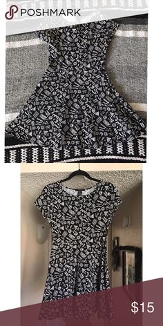 Fun patterned mini dress! 💕 Adorable, comfy dress from forever 21!  The quality of this dress is great.  Stretchy and flattering! 96% cotton 4% spandex.  Tag says size large but runs small, probably would say it fits a medium. Forever 21 Dresses Mini