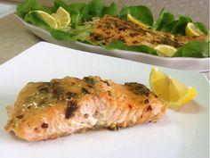סלמון בחרדל ודבש של מירי צדוק:  http://www.foodsdictionary.co.il/Recipes/4065    כ- 520 קלוריות למנה!