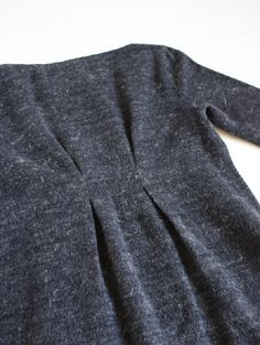 Knitting inspiration: great way to add waist shaping to an oversized sweater