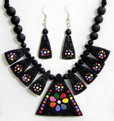 Hand Painted on Black Triangle Terracotta Necklace Set (Terracotta and Wood))