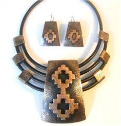 Como hacer que perdure el brillo en las joyas de cobre. Big Jewelry, Wooden Jewelry, Tribal Jewelry, Copper Jewelry, Leather Jewelry, Jewelry Art, Jewelery, Jewelry Design, Jewelry Making