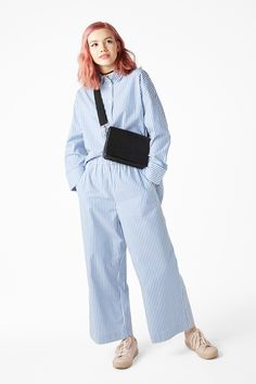 A super lightweight pair of wide leg trousers for your every day wanderings. Sleek side slanting pockets and elasticated waistband.
