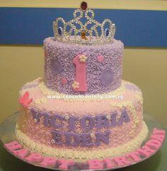 princess theme cupcakes and cakes | ... Divinity.. Cupcakes fit for divines!: 2 tier Tiara Theme cream cake