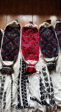 Folk Costume, Costumes, Young Frankenstein, Folk Clothing, Moldova, Embroidery Techniques, Traditional Outfits, Romania, Textiles
