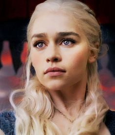 1,539 vind-ik-leuks, 6 reacties - Emilia Clarke (@emilia_clarke30) op Instagram: 'No, no, my good knight, do not fear for me. The fire is mine. I am Daenerys Stormborn, daughter of…'