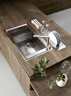 The stainless steel sink is fitted with interior accessories, accessorised rear channels and is installed flush with the worktop surface. Worktop surface knotty oak from the CLOE collection by Cesar Kitchens.  http://qoo.ly/92f9j/0 #indoor #kitchen #contemporary #modern #details #inspiration #interiordesigndetails #interiordesignideas #chicinspiration #interiordesign #inspo #designdetails #design #homedesign #interiors #interior4all #interiordetails #deco #decor #homedecor #homestyle…