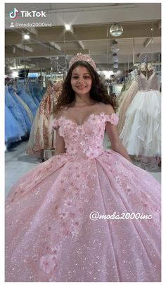 Quince Dresses Mexican, Mexican Quinceanera Dresses, Blush Quinceanera Dress, Long Sleeve Quinceanera Dresses, Quinceanera Cakes, Sweet 15 Dresses, Pretty Dresses, Beautiful Dresses, 15 Dresses Pink