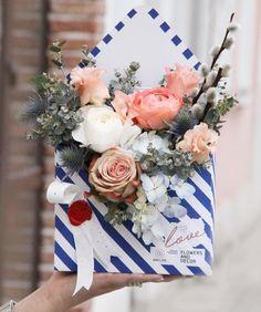 встречаем первые по-настоящему тёплые выходные новостями: изменения в нашем рабочем режиме - теперь по субботам и воскресеньям мы создаём красоту с 11:00 до 17:00а наши неучтенных ночные смены конечно никто не отменял #anflor Spring Flower Arrangements, Ikebana Flower Arrangement, Silk Floral Arrangements, Spring Flowers, Flower Box Gift, Flower Bag, Flower Boxes, Dried Flowers, Silk Flowers