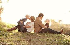 125 Family & Sibling Photos: Posing Ideas & Inspiration - Harvard Homemaker