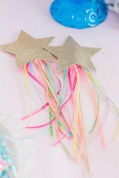 Prachtige foto's en ideeën voor een eenhoorn verjaardagsfeestje. Gebruik zachte kleuren en goud. Magical Unicorn theme.