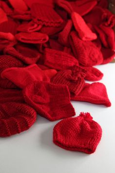 Little Hats Big Hearts pairs newborns with red hats and life saving information every year during American Heart Month. Read on for free patterns and donation information.