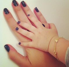 so sweet reminds me of me and my mommy when my hands were that little <3