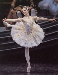 Darcey Bussell (my best claim to fame ever is that my cousin was at RB Upper School with Darcey :-) )