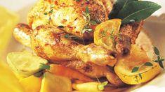 Préparation : Préchauffez le four à 220 °C (th. 7-8). Disposez les coquelets dans un plat à rôtir. Pressez légèrement une moitié de citron sur chaque coquelet, frottez toute la surface avec le citron, puis placez celui-ci à l'intérieur du coquelet Enduisez les coquelets d'un peu d'ai