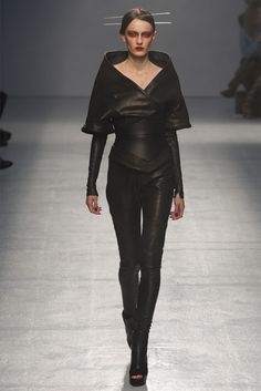 Gareth Pugh - Spring Summer 2013 Ready-To-Wear - Shows - Vogue.it
