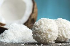 Si eres celíaco o alguien cercano a ti lo es y quieres sorprenderle con una receta riquísima, sabrosa pero sin gluten una estupenda opción es la harina de coco. Y hoy te explicamos cómo hacer harina de coco casera, con lo que no sólo te aseguras que puedes utilizarla en tus recetas para celíacos, sino …