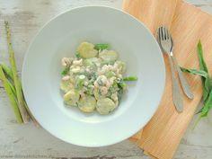Frischkäse-Gnocchi mit Bärlauch, grünem Spargel und Garnelen