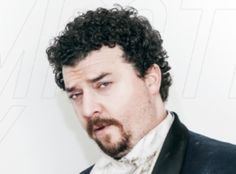 Kenny Powers, MFCEO of K-Swiss, combines all the fastest shit he's ever seen; cheetahs, ballistic missiles, Bruce Lee to make the fastest shoe you've ever seen. He calls them Blades. Kenny Powers, Danny Mcbride, Howard Stern, Comedians, I Laughed, Comedy, Daddy, Funny Pictures, Guys