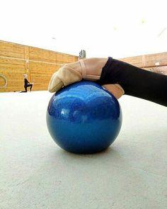 Rhythmic Gymnastics Training, Gymnastics Flexibility, Sport Gymnastics, Artistic Gymnastics, Flexibility Workout, Gymnastics Photography, Gymnastics Pictures, Cheer Outfits, Contortion