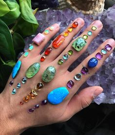Techniques for Reiki - Amazing Secret Discovered by Middle-Aged Construction Worker Releases Healing Energy Through The Palm of His Hands. Cures Diseases and Ailments Just By Touching Them. And Even Heals People Over Vast Distances. Crystals And Gemstones, Stones And Crystals, Gem Stones, Crystal Aesthetic, Crystal Grid, Crystal Healing, Crystal Altar, Lemurian Crystal, Crystal Magic