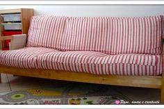 """I cuscini possono essere realizzati in vari materiali e con diverse imbottiture (lana, piume, fibre di poliestere ecc.). Vengono utilizzati per migliorare il comfort del divano, la spigolosità di una sedia oppure per poggiarci la testa. Il cuscino è un articolo di arredamento utilizzato sin dal Medioevo. Alcuni modelli hanno una copertura più elaborata denominata  """"farsa"""". Questa ha la caratteristica di essere chiusa su tutti i lati e di solito presenta una fessura nella parte posteriore…"""