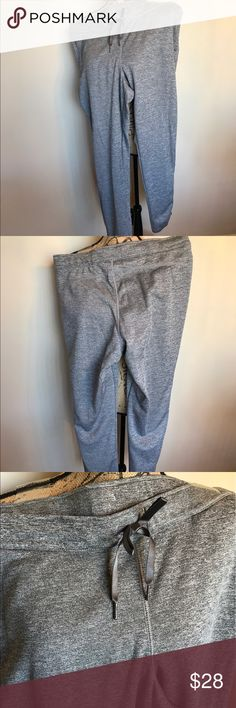 "Workout pant w/zip ankle soft fleece lined thermal 🎉Worn once🎉31"" inseam🎉 Side pockets & very warm & soft 🎉Please ask for additional pictures, measurements, or ask questions before purchase. 🎉 No trades or other apps 🎉 Ships next business day, unless noted in my closet  🎉 Bundle for discount Reebok Pants Track Pants & Joggers"