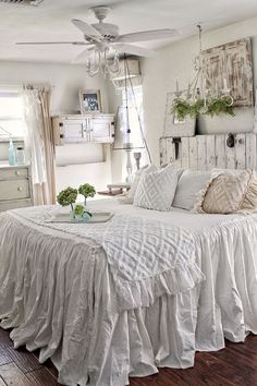 Unbelievable Unique Ideas: Shabby Chic Bedroom On A Budget shabby chic crafts upcycling.Shabby Chic Salon Names shabby chic bedroom on a budget. Farmhouse Bedroom Decor, Shabby Chic Bedrooms, Shabby Chic Homes, Shabby Chic Furniture, Bedroom Furniture, White Bedrooms, Bedroom Rustic, Furniture Design, Cozy Bedroom