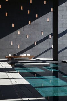 Who doesn't want to swim in a pool 34 floors above the ground? Hanya Yanagihara explains why you need to visit the Aman Tokyo. Indoor Swimming Pools, Swimming Pool Designs, Hotel Swimming Pool, Hotel Pool, Hotel Spa, Piscina Spa, Spa Design, Spa Interior Design, Home Design