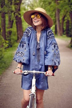 Bohemian Linen Vyshyvanka Dress With Pockets - Ukraine Dress Tunic. Ethnic Fashion, Boho Fashion, Fashion Outfits, Fashion Trends, Trendy Outfits, Mode Russe, Feminine Mode, Estilo Hippie Chic, Ukrainian Dress
