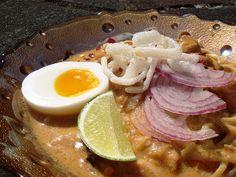 Ohn No Khao Swè - Burmese Coconut Chicken Noodles