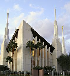 I love to see the temple😍💕 Church Pictures, Temple Pictures, Mormon Temples, Lds Temples, Las Vegas Temple, Lds Mormon, Jesus Christ, Savior, Place Of Worship