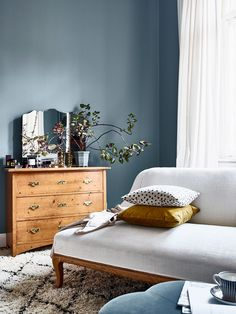 9 Relaxing Tricks: Vintage Home Decor Rustic Living Room vintage home decor antiques christmas trees.Vintage Home Decor Diy Bedside Tables vintage home decor farmhouse counter tops.Vintage Home Decor Ideas Thrift Stores. Swedish Interiors, Scandinavian Interior, Elle Decor, Casa Milano, Bohemian Chic Home, Vintage Chest Of Drawers, Blue Walls, Blue Bedroom Walls, Master Bedroom