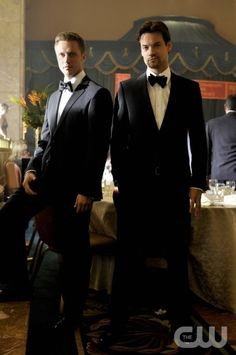 "Nikita ""Falling Ash"" Pictured (L-R): Devon Sawa as Owen, and Shane West as Michael Photo Credit: Ben Mark Holzberg /The CW ©2011 The CW Network, LLC. All Rights Reserved"