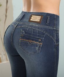 Jeans TyT - Jeans de moda TyT - Jeans TyT. Jeans de moda 100% colombianos para dama. Jeans Pants, Denim Jeans, Clothing Store Displays, Moda Chic, Beautiful Women Pictures, Best Jeans, Girls Jeans, Cute Tops, Jeans Style