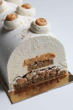 Ideas For Cake Sheet Pecans Fall Desserts, Christmas Desserts, Christmas Log, Bolo Original, Cookie Recipes, Snack Recipes, Caramel Pecan, Cinnamon Cream Cheeses, Christmas Cooking