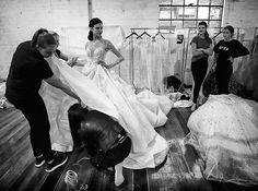 Sueñas con ser #weddingplaner y convertir tu pasión en tu trabajo? @escuelamodaelle te lo pone fácil y te da todas las claves para que puedas dedicarte a una profesión cada vez más demandada. Sí queremos!  Link en bio. #escuelamodaELLE  via ELLE SPAIN MAGAZINE OFFICIAL INSTAGRAM - Fashion Campaigns  Haute Couture  Advertising  Editorial Photography  Magazine Cover Designs  Supermodels  Runway Models