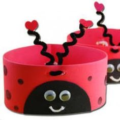 love bug hats for valentines day, i have to come up with a craft for Raine's Valentine's party at school and this looks cute and easy Daycare Crafts, Classroom Crafts, Preschool Crafts, Crafts For Kids, Valentinstag Party, Ladybug Crafts, Ladybug Party, Ladybug Picnic, Ladybug Girl
