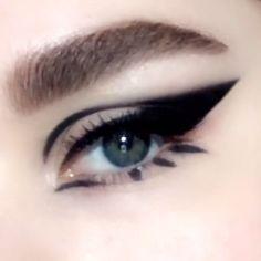 Cat Eye Makeup, Smokey Eye Makeup, Makeup Eyeshadow, Edgy Eye Makeup, Gothic Eye Makeup, Anime Eye Makeup, Dope Makeup, Galaxy Makeup, 70s Makeup