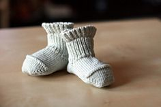 better than booties baby socks Free pattern This looks like a basic pattern that fits!